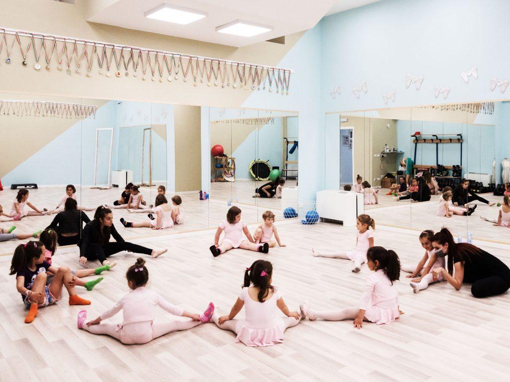 bimbe sedute riscaldamento danza classica